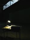 Installation: Lesen in der Finsternis